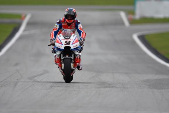 Петручи, Маркес и Роси най-бързи във втората тренировка на мокро от MotoGP