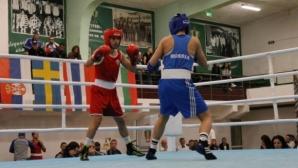 Стойка Петрова с успех на Световното по бокс