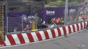 Тежка катастрофа на Macau GP, състезанието бе спряно (видео)