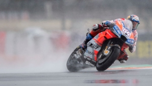 Проливен дъжд прекъсна състезанието за ГП на Валенсия в MotoGP