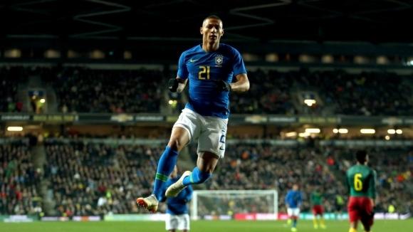 Турнето на Бразилия завърши с шеста поредна победа, но и с контузия на Неймар (видео)