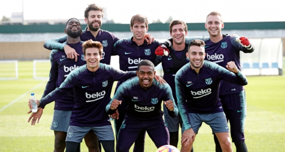 Неканени гости на тренировката на Барселона