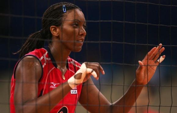 Легендарна волейболистка на САЩ пострада тежко в опит да защити сестра си
