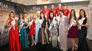 Четири от звездите на ЦСКА-София посетиха изложение, снимат се с фенове