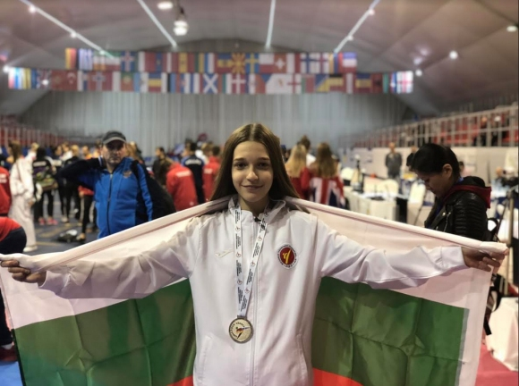 Александра Георгиева спечели сребърен медал на Европейското първенство по таекуондо
