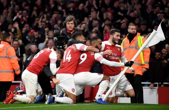 Арсенал триумфира срещу Тотнъм в лудо дерби с шест гола, две дузпи и червен картон (видео)