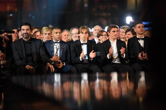 """""""Франс Футбол"""" раздаде наградите си, Париж видя звездна футболна нощ"""