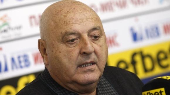 Венци Стефанов отговори остро на Ел Маестро и попита: Като дават дузпи на Левски и на ЦСКА ли да свирят?