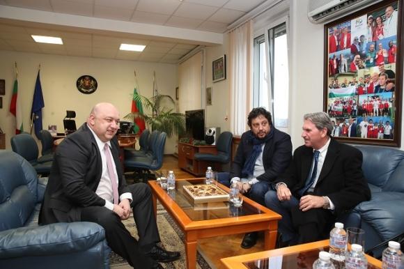 Кралев проведе работна среща с президента на Международната тенис...