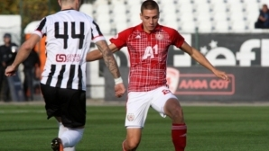 Англичани гледат Антов срещу Ботев