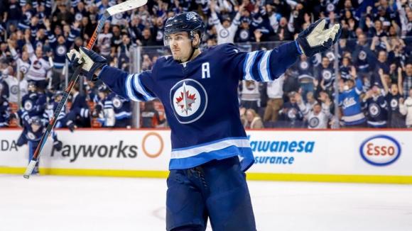 Уинипег се изкачи на върха на Запад след победа над лидера в НХЛ Тампа Бей