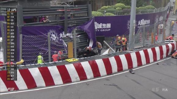17-годишната германка с чудовищната катастрофа в Макао иска да стане Ф1 шампион