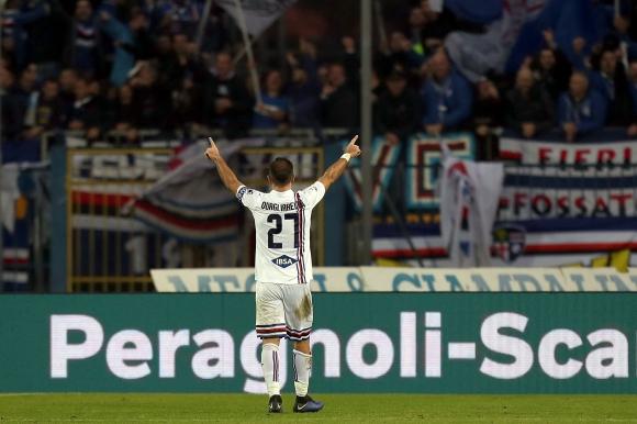 Сампдория се залепи зад Милан с късни голове