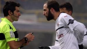 """Болоня - Милан 0:0, """"росонерите"""" с 10"""