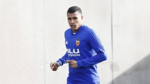 Барса си хареса централен защитник за януари, той е дълбока резерва във Валенсия