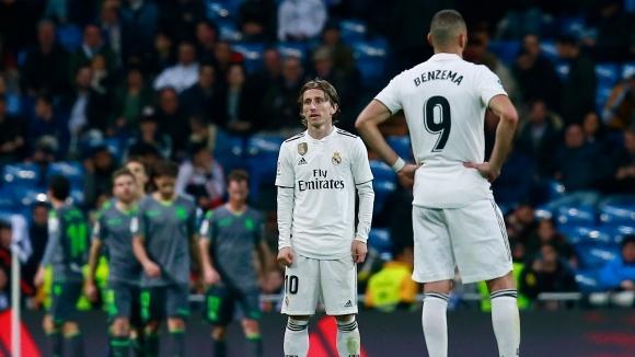 Нов шумен провал за Реал Мадрид след порязване от съдията и голям малшанс (видео+галерия)