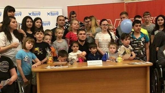 Хабиб Нурмагомедов сбъдна трогателните мечти на 10 деца