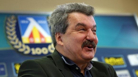 Тодор Батков: Не вярвам Васил Божков да вземе Левски