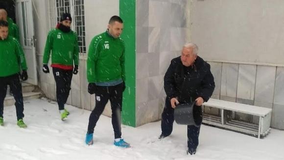 Здравко Лазаров изведе Вихрен за първа тренировка в снега