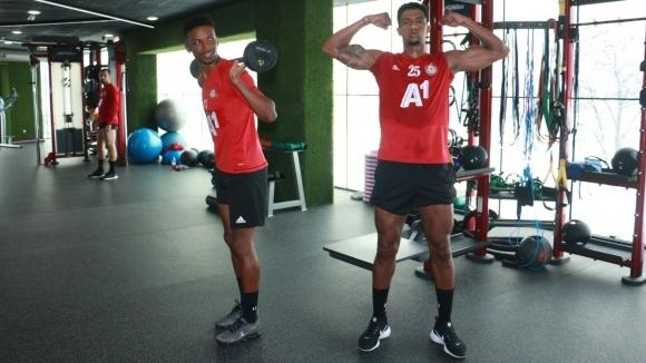ЦСКА-София тренира във фитнеса, защитник демонстрира перфектна форма (видео+снимки)