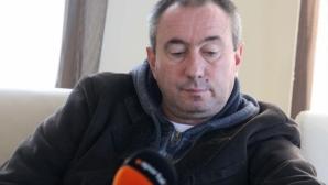 Мъри Стоилов има договор за още една година, федерацията на Казахстан решава бъдещето му