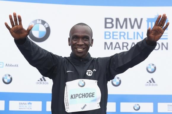 Кипчоге ще защитава титлата си на маратона на Лондон в битка с Мо Фара