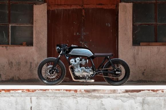 Един красив Caffe Racer - Honda CB750 от българското ателие Thracian Custom Bikes