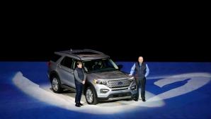 Ford и Cadillac откриват автомобилното изложение в Детройт