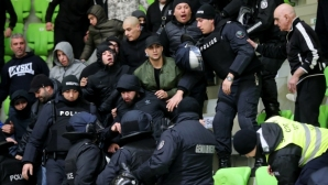 Поредна доза безредици по трибуните на Балкан - Левски