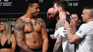 Нелегално коляно и дисквалификация за звезда от NFL в неговия UFC дебют