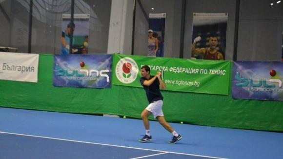Фаворитите започнаха с победи Държавното по тенис в зала