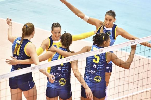 Елица Василева и Скандичи победиха Шверин в ШЛ (снимки)
