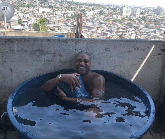 Адриано смени басейна с леген