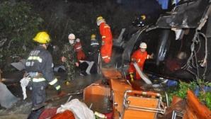 Паднал в 130-метрова пропаст автобус погуби четирима футболисти