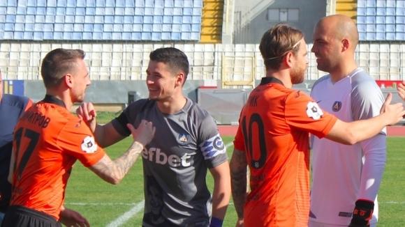 """Левски падна и от тима на Хичо, """"сините"""" с трета поредна загуба при Дерменджиев"""