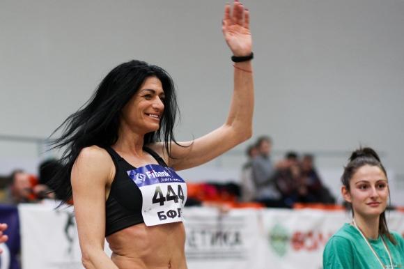 Неостаряващата Венелина Венева с девета шампионска титла в зала на 44