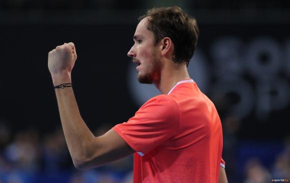 Медведев не даде шанс на Монфис и е на финал в София