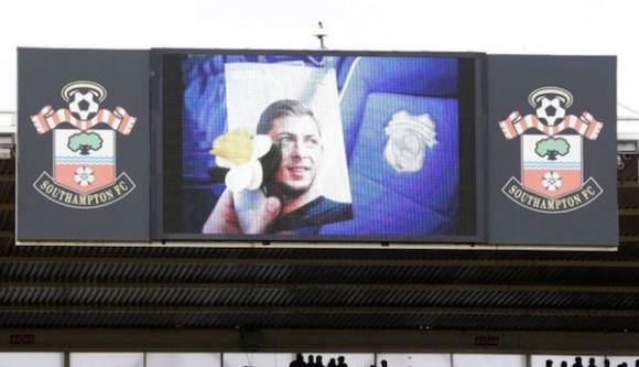 Грозно! Фенове на Саутхамптън се подиграха със смъртта на Сала (видео)