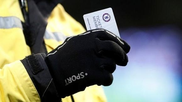 Фен на Челси хвърли сезонната си карта след унижението от Ман Сити