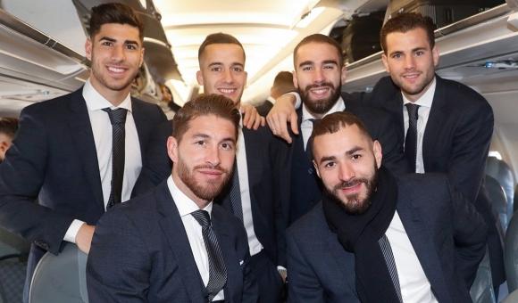 Бензема се качи на самолета за Амстердам (групата на Реал М)