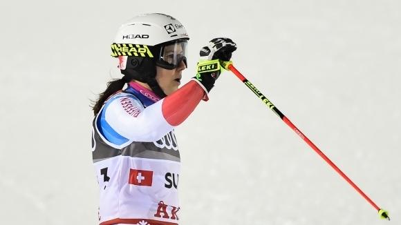 Олимпийският шампион Швейцария спечели смесеното отборно състезание на Световното