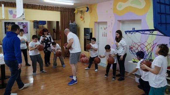 Вълци-Разград проведоха тренировка в център за социална рехабилитация и...