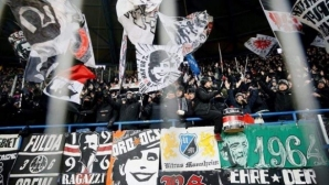 Феновете на Айнтрахт отново изумиха Европа (видео)