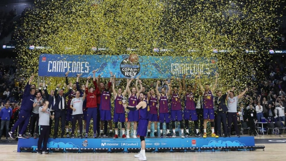 Барселона триумфира с Купата на Краля, побеждавайки Реал след драма