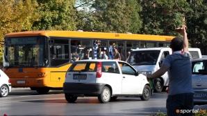 Мобилизират шофьори и ватмани срещу хулиганите