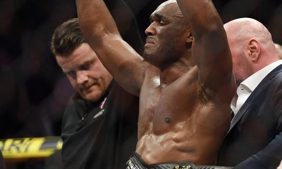 Усман шокира Уудли с доминацията си над него и му взе колана на UFC 235 (видео)