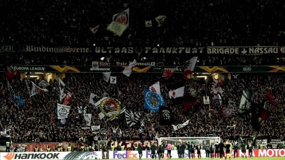 Феновете на Айнтрахт с рекордна офанзива за Милано