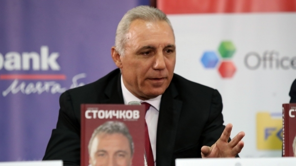 """Стоичков покани всички българи в Чикаго на представянето на """"Историята"""" (видео)"""