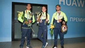 Боксовите национали се прибраха в София (видео + галерия)