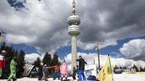 """Уникален парк """"Ригли"""" запали 60 деца от Смолян и Чепеларе по сноуборда"""